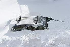 macchina sepolta dalla neve