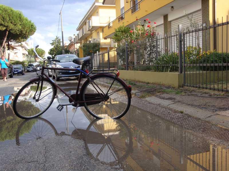 La piscina in via Cavour