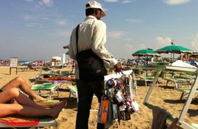 abusivismo-commerciale-spiaggia-vu-cumpra