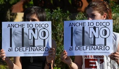 delfiniprotestaoltremare1