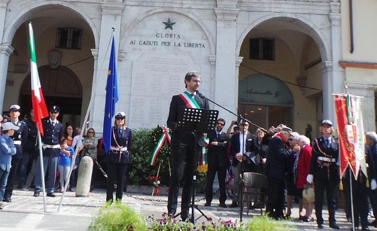 Mese: aprile 2015 la piazza edizione online