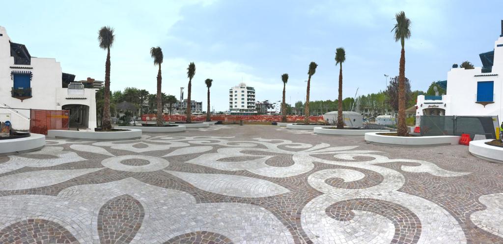 Portoverde. Nuova piazza Colombo