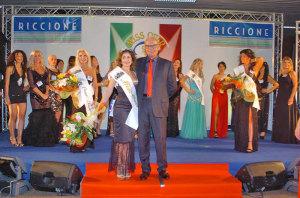L'organizzatore Elio Pari con Miss Over 2016