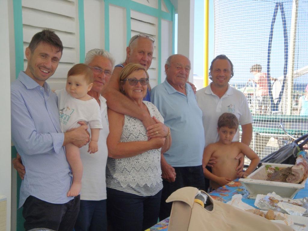 Salvatore Montanari, secondo da destra. Di fianco l'amico Gerd