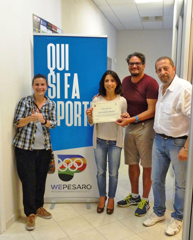 L'assessore allo Sport del Comune di Pesaro Mila Della Dora premia la società