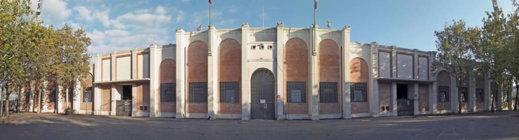 La monumentale facciata del Neri