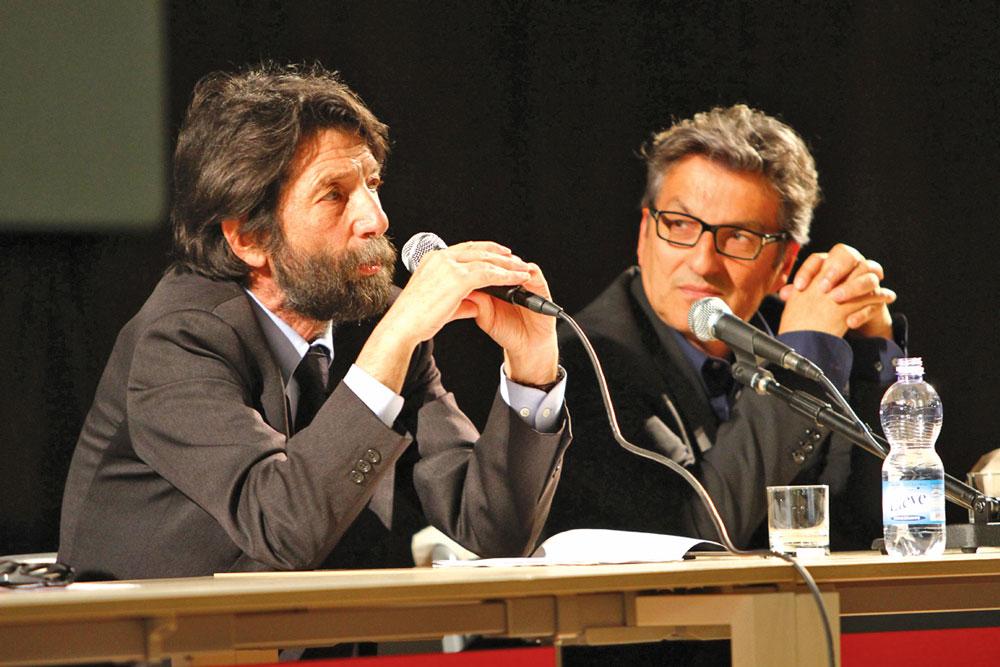 Il filosofo Massimo Cacciari con il direttore della biblioteca Gustavo Cecchini
